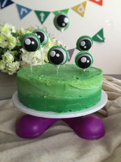 Ojos de pastel de Bellos Detalles y bunting al fondo de Monster Soup