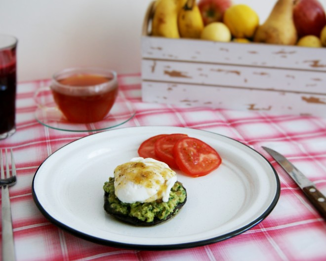 Hongo relleno con huevo pochado