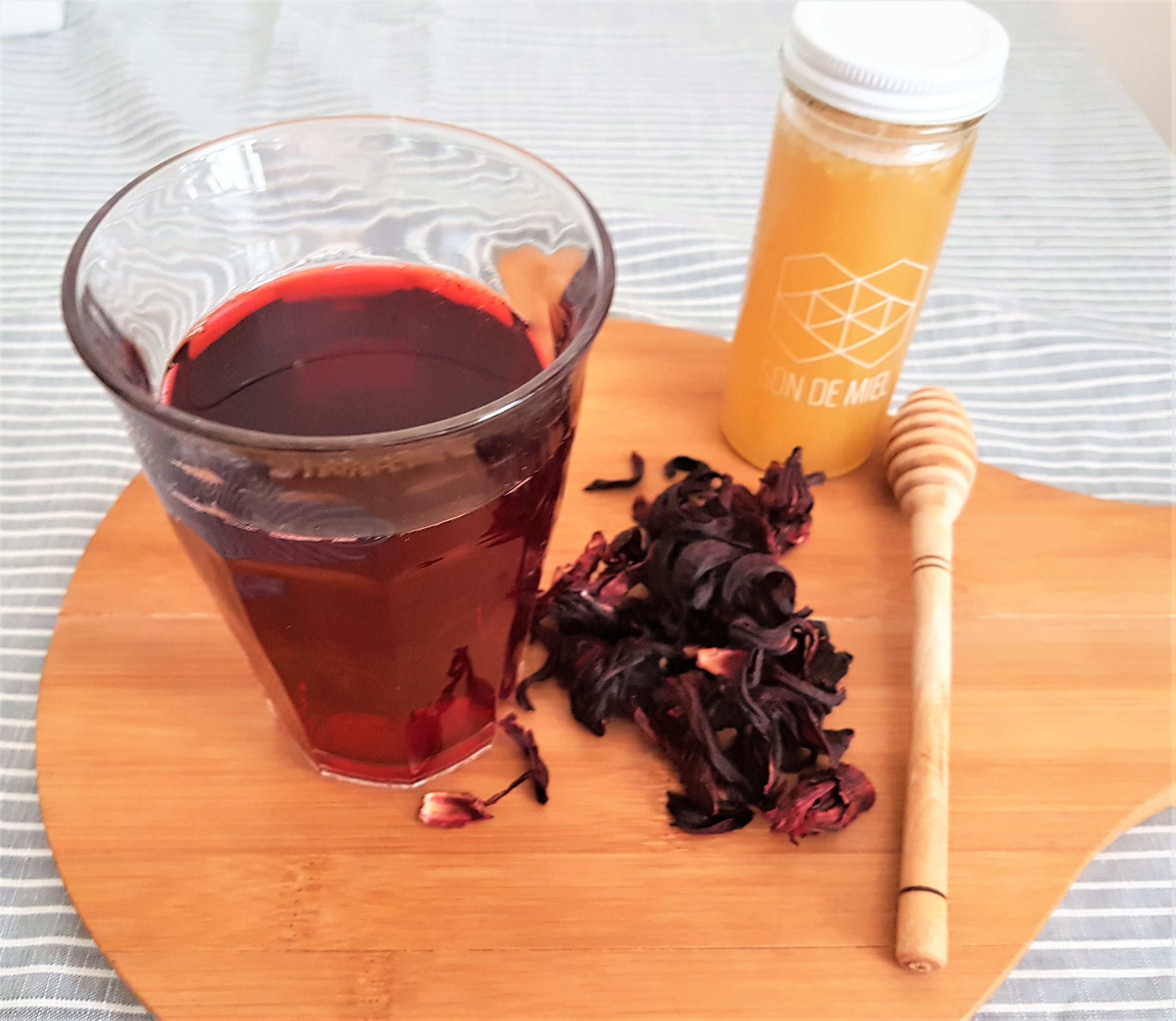 Jamaican water and tea / Hibiscus and tea water | Ginger and Cinnamon