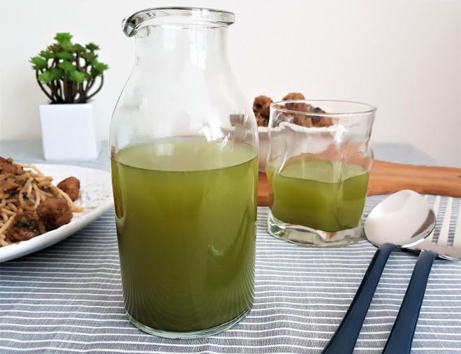 Agua de limón con té matcha