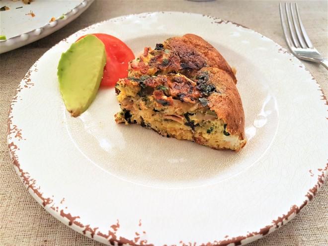 Fritata de jamón, verduras y chipotle