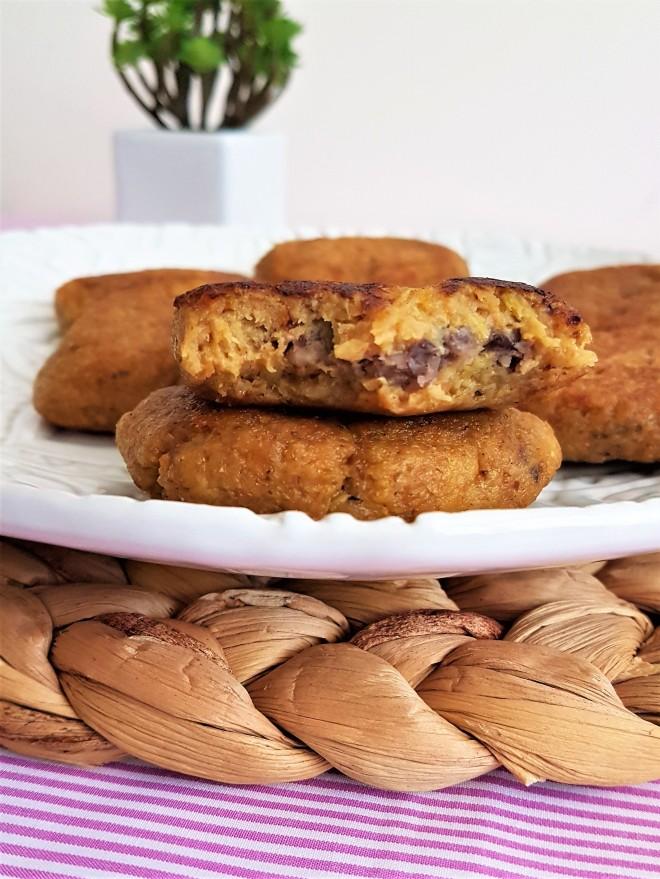 Tortitas de plátano macho y frijol